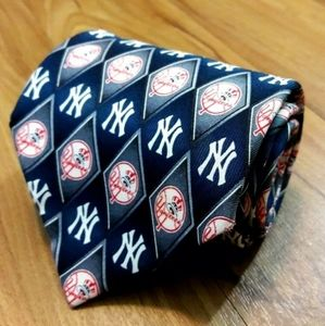 MLB New York Yankees Diamond Logo 100% Silk Tie